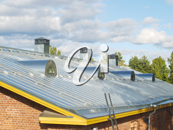 New steel pitched roof with water drain system and air ducts.