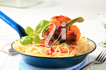Spaghetti and yellow bell pepper stuffed with ground meat
