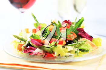 Fresh vegetable salad with chicken meat and croutons