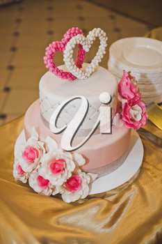 Cake with pink flowers and hearts.