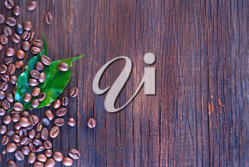 coffee beans and leaf on the wooden table