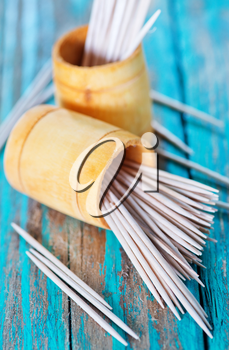 wooden toothpicks on the green table,  toothpick on wooden backgrounds